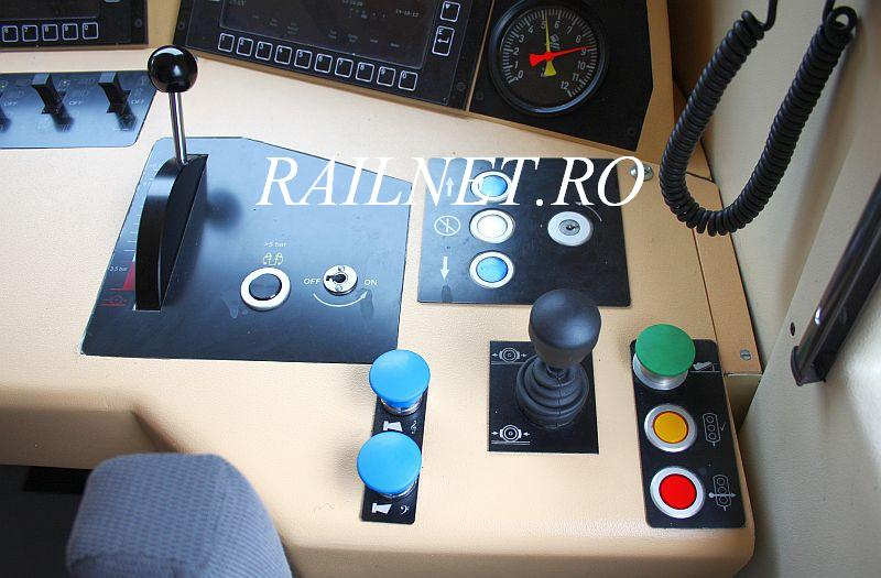 Controller de mers, control pantograf, ventile claxoane, rearmare INDUSI, atentie si depasire ordonata. Controller, pantograph switvch,horn's valve, INDUSI reset, attention and ordered overcome.jpg