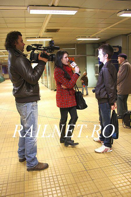 Pasionat la interviu. An enthusiast is given an interview.jpg