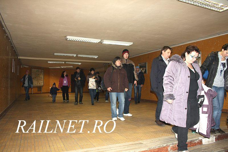 Alti vizitatori intra in Centru. Other visitors entering the Center.jpg