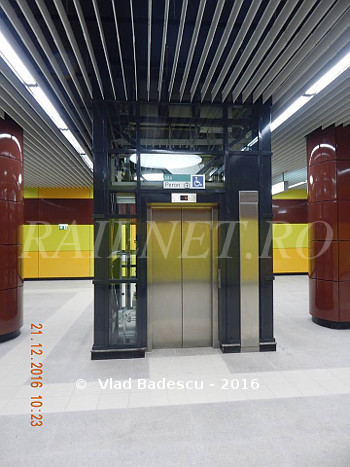 Detaliu lift interior legatura acces peron nivel intermediar.jpg